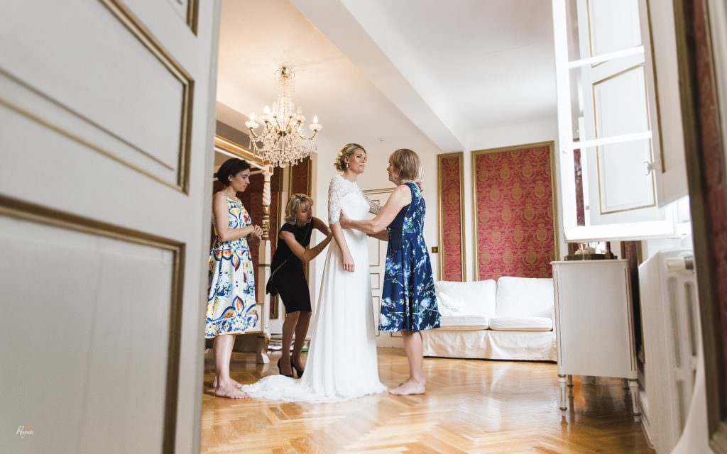 Wedding in provence- Dressing up of the bride- Alliance Rêvée