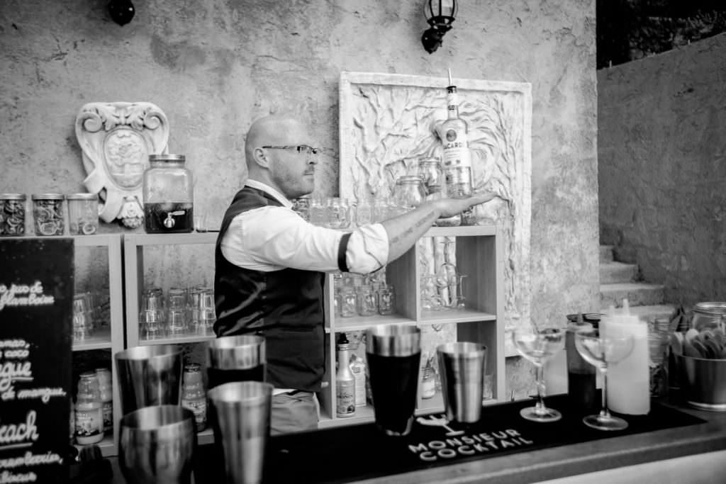 Jongle avec bouteille- Barman- Alliance Rêvée