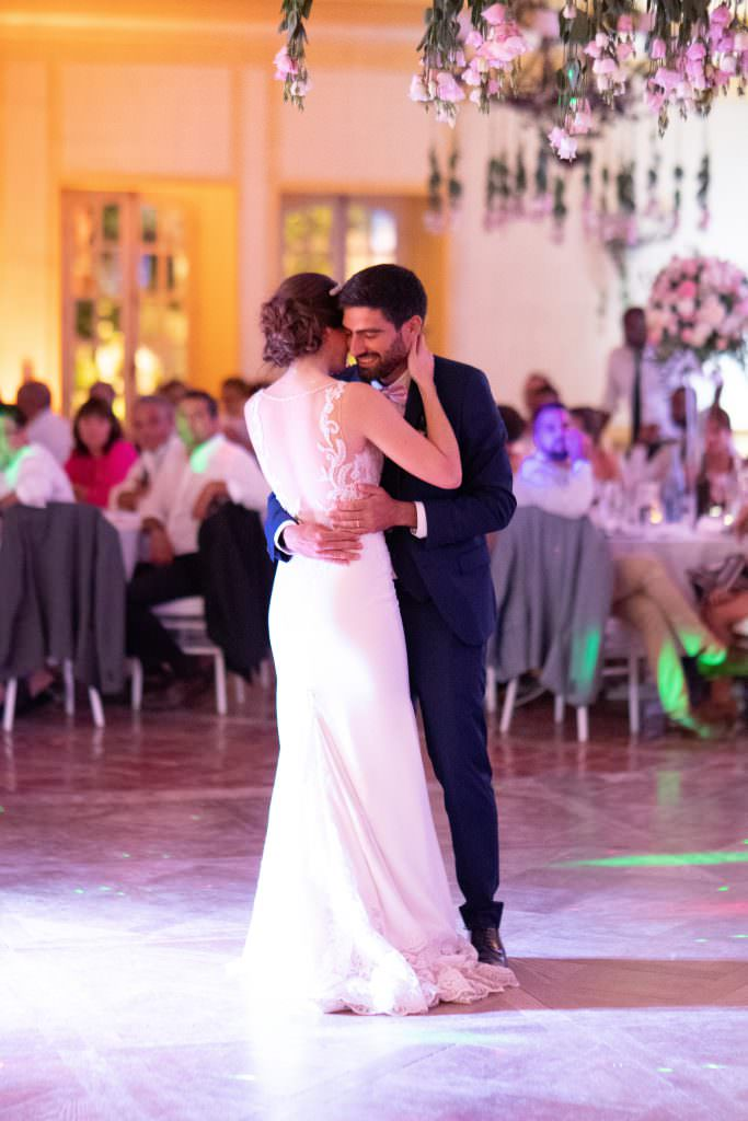 First dance of Lea and Mehdi at their destination wedding between the French Riviera and Provence