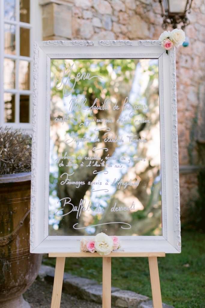 Menu sur miroir pour un Mariage de destination entre la côte d'Azur et la Provence