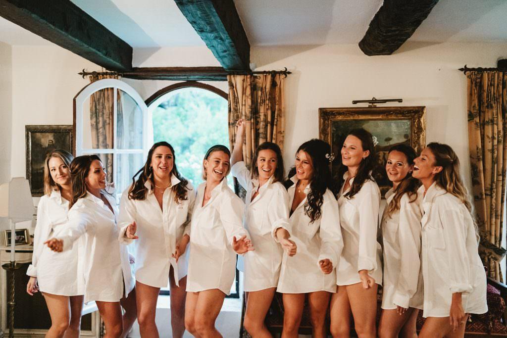 La mariée et ses demoiselles d'honneurs