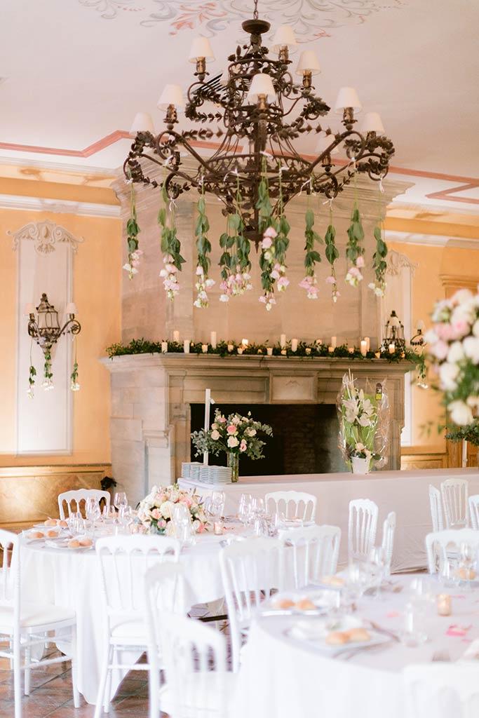 Décoration florale de la salle de réception du château
