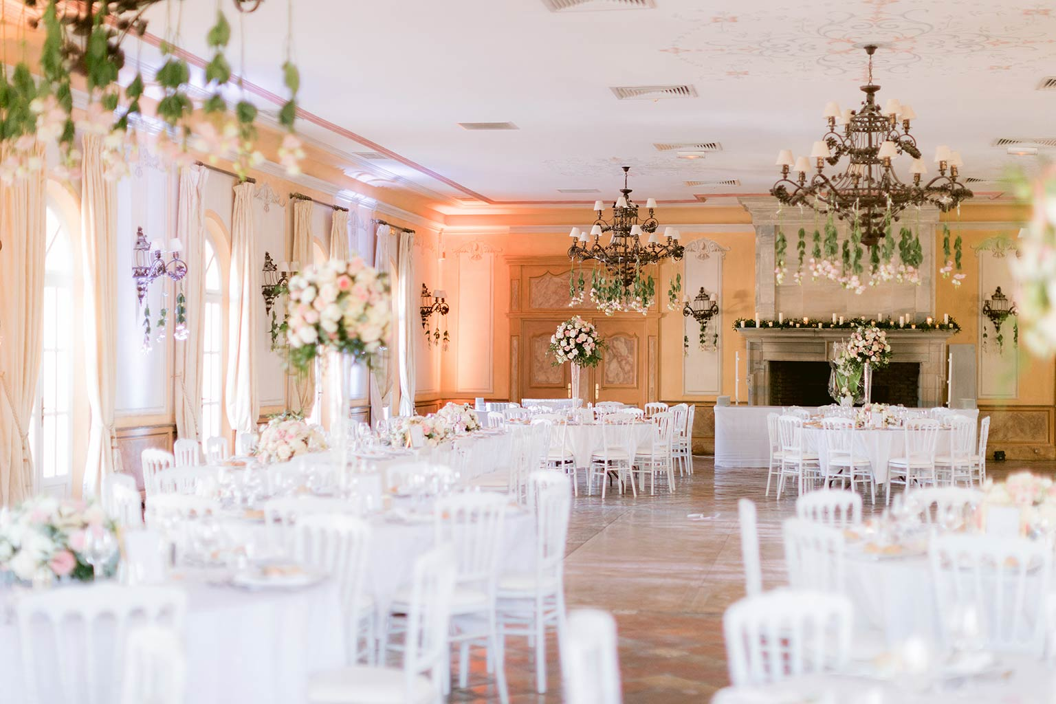 Romantic and flowery decoration - Destination wedding between the French Riviera and Provence