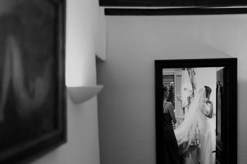 Habillage de la mariée - Mariage végétal dans une propriété privée - Alliance Rêvée