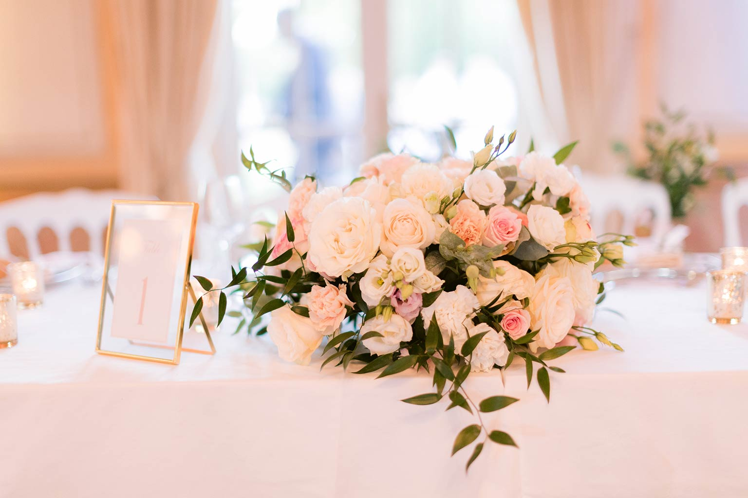 Center piece - Romantic and flowery decoration - Destination wedding between the French Riviera and Provence