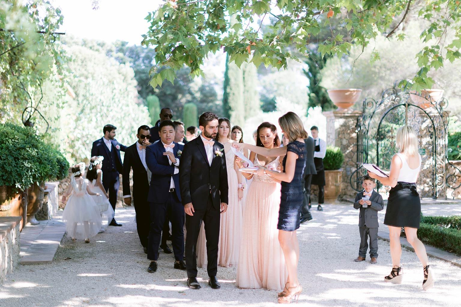 Cortège entrée cérémonie de Mariage de destination entre la Côte d'Azur et la Provence
