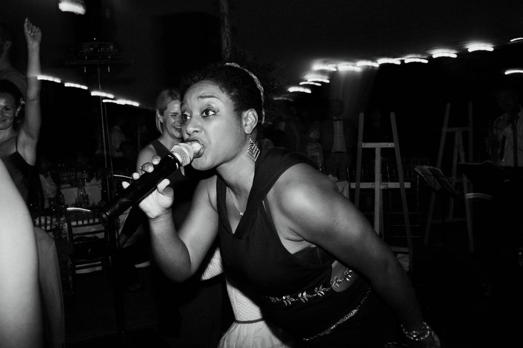 Professional singer for wedding party