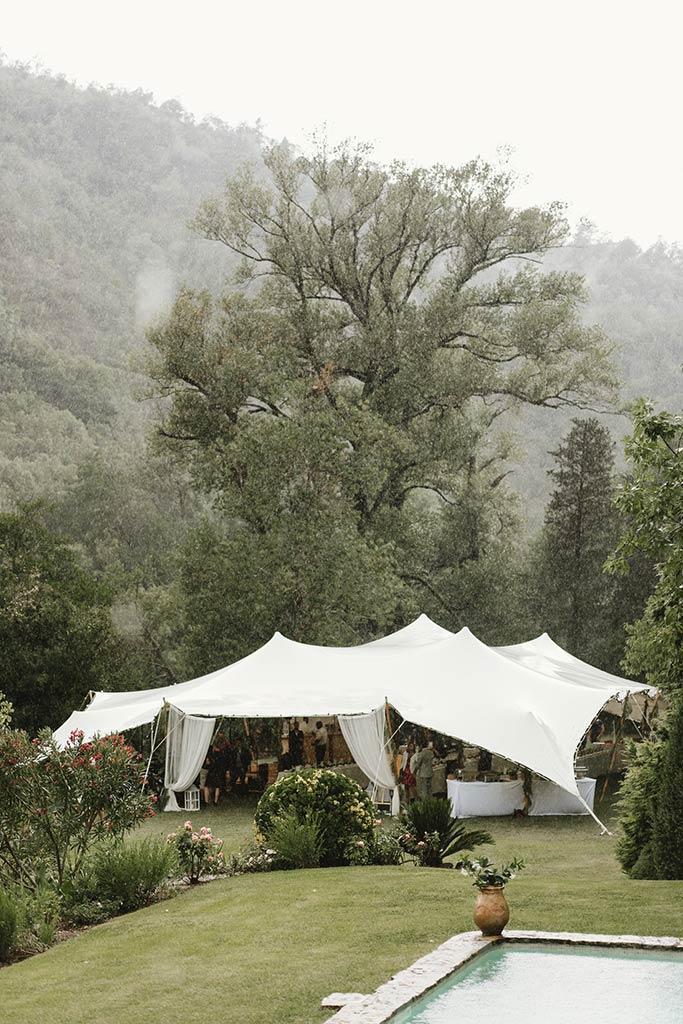 Mariage sous la pluie - Mariage végétal dans une propriété privée - Alliance Rêvée