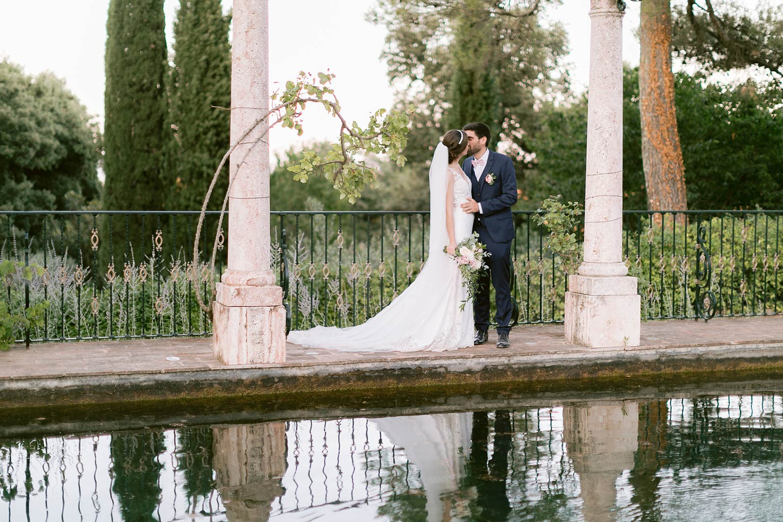 Couple photo shoot - Destination wedding between the French Riviera and Provence